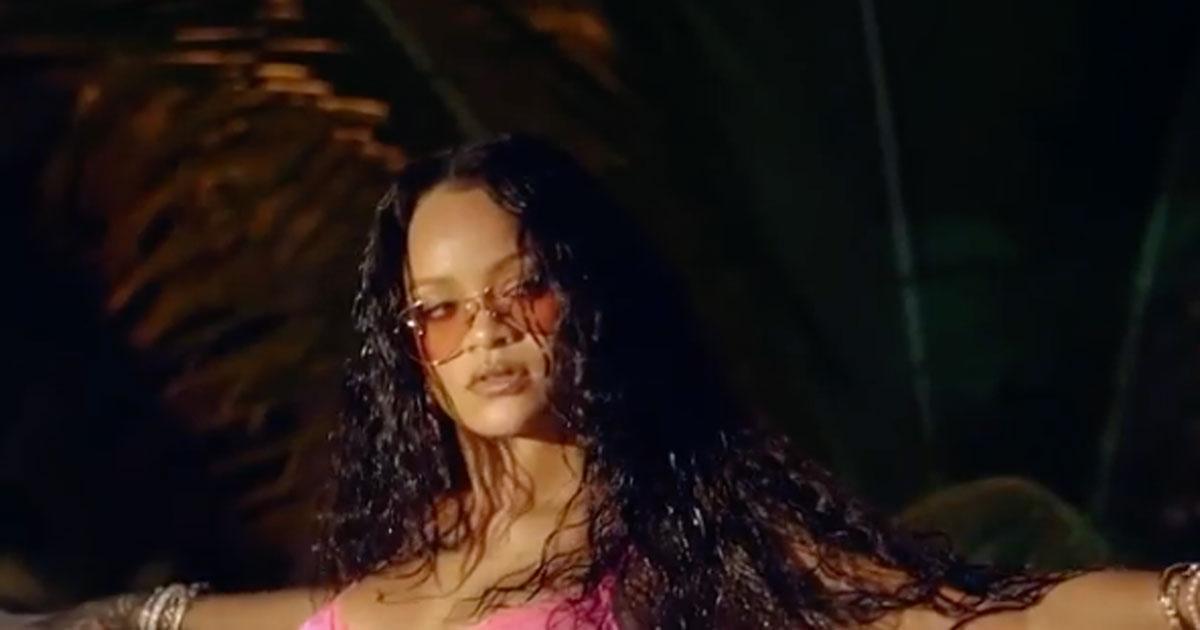 Completino intimo e curve mozzafiato, il nuovo video di Rihanna è bollente