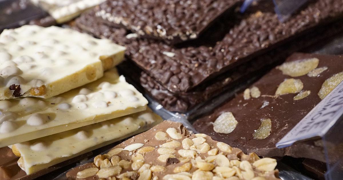 Gli italiani vanno pazzi per il cioccolato: ecco quanto ne mangiamo al giorno