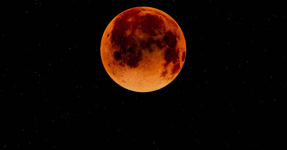 """Non ci sarà nessuna """"Luna di Sangue"""": ecco la fake news che circola in rete da giorni"""