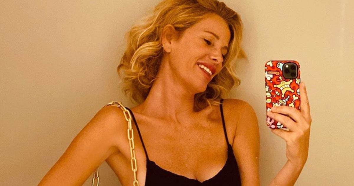 Alessia Marcuzzi festeggia 5mln di fan: e mostra una foto con rughe e lentigini