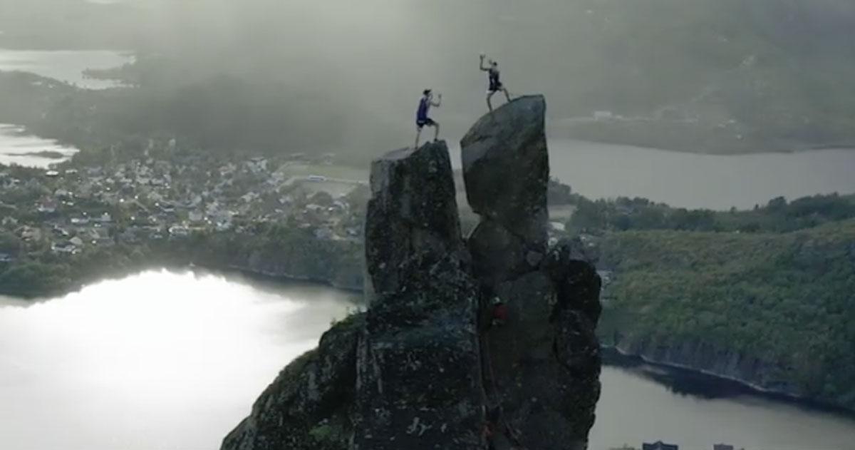 Giocano a pallavolo sulle montagne della Norvegia: il video è incredibile