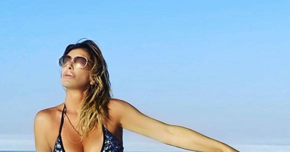 Sabrina Salerno è una bellissima sirenetta sugli scogli: ecco la reazione dei fan