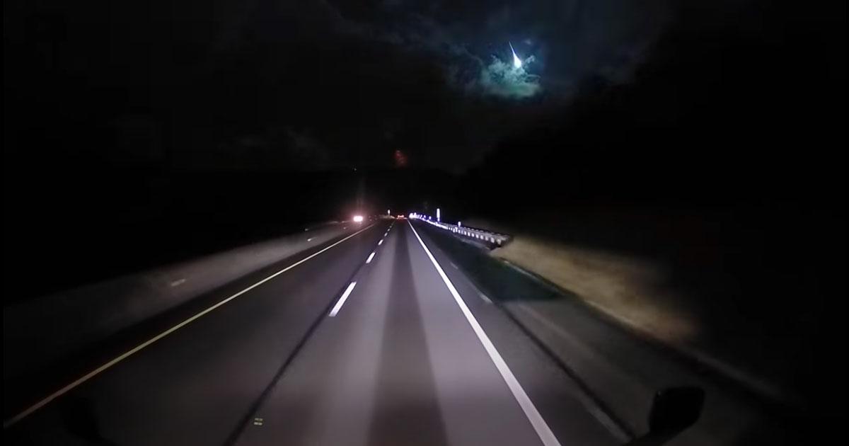 La meteora illumina di colpo il cielo in Ohio: il video diventa virale