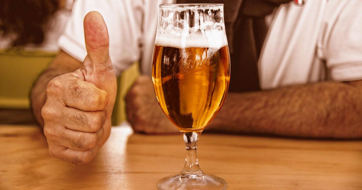 La birra supera il caffè: è la bevanda preferita degli italiani dopo il lockdown