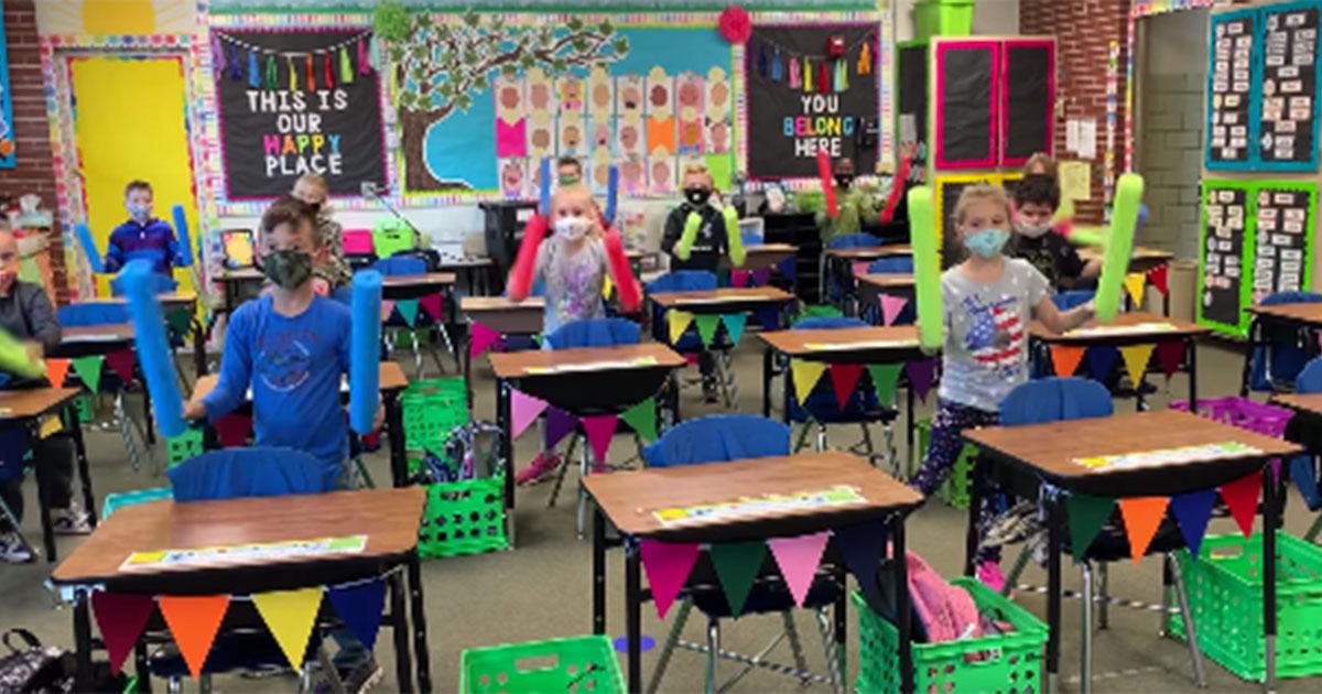Motoria in sicurezza alle elementari: l'inventiva di questo insegnante è da applausi
