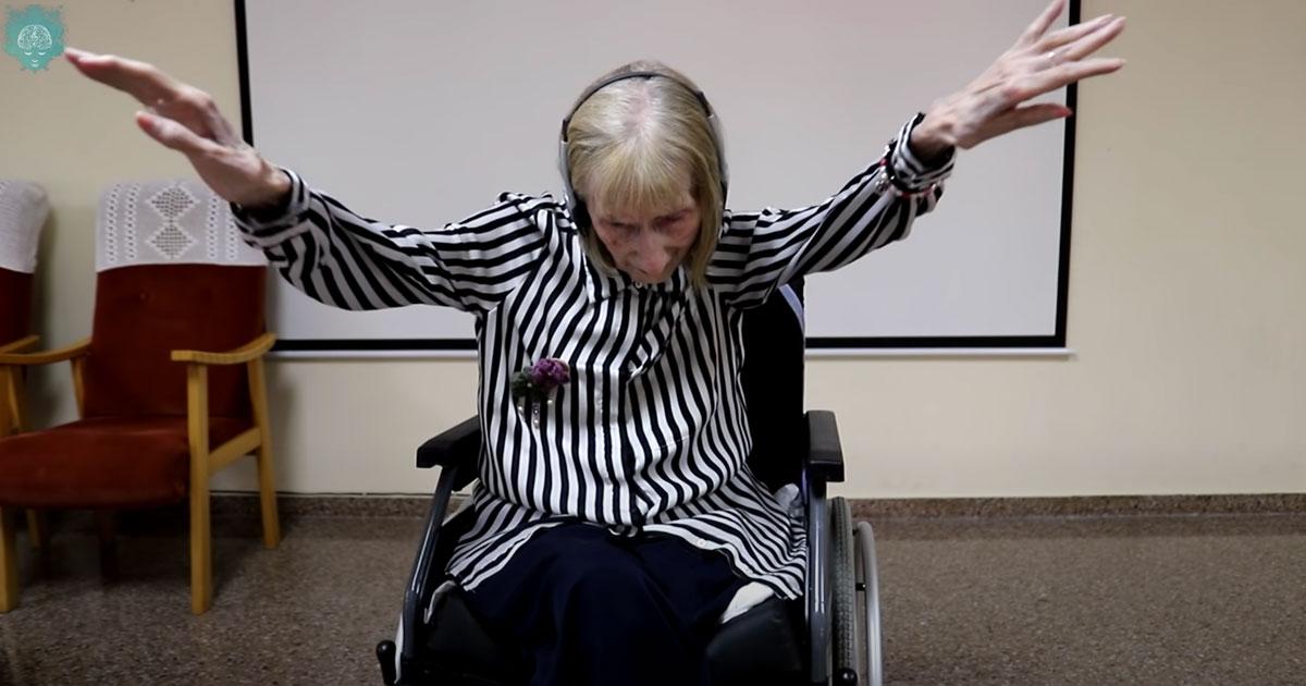 """L'ex ballerina malata di Alzheimer balla """"Il lago dei cigni"""": il video è commovente"""