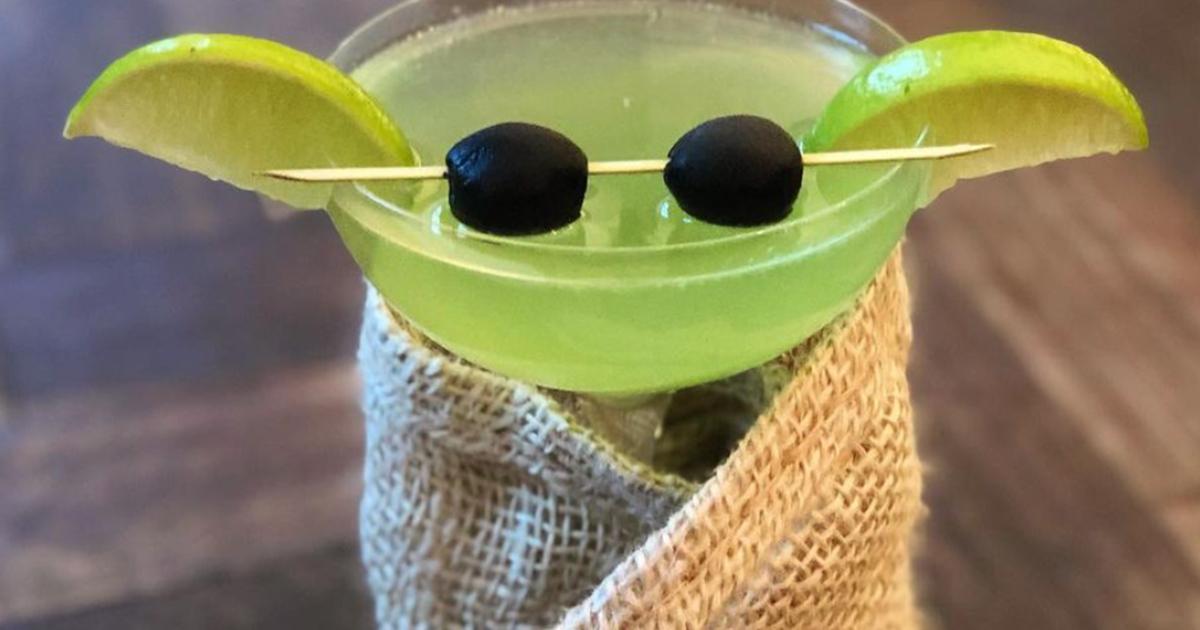 Baby Yoda diventa un cocktail famosissimo grazie a Jennifer Aniston