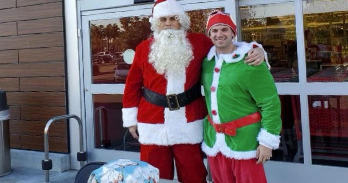 Babbo Natale Uomo Bello.Babbo Natale E Un Elfo Arrestano Un Ladro Di Automobili Il Video Rds 100 Grandi Successi