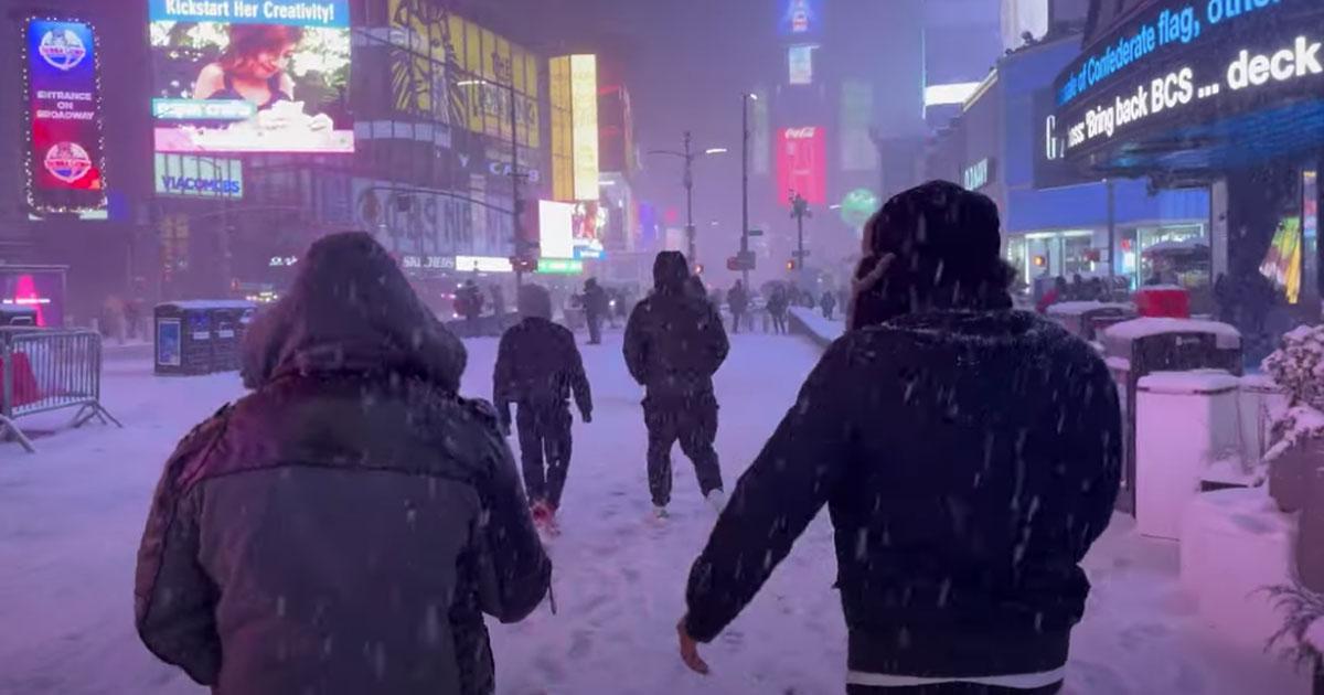 New York sotto la neve: mai così tanta da anni, ecco il video