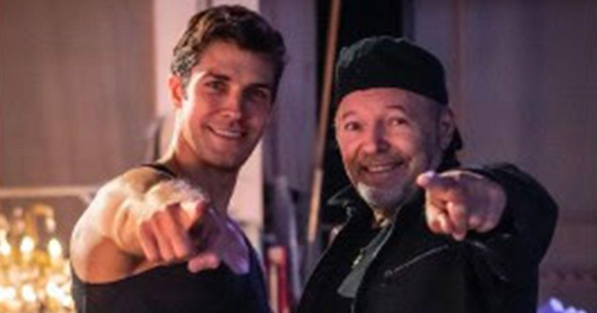 Domani Vasco Rossi presenterà 'Una canzone d'amore buttata vita' insieme a Roberto Bolle in diretta tv