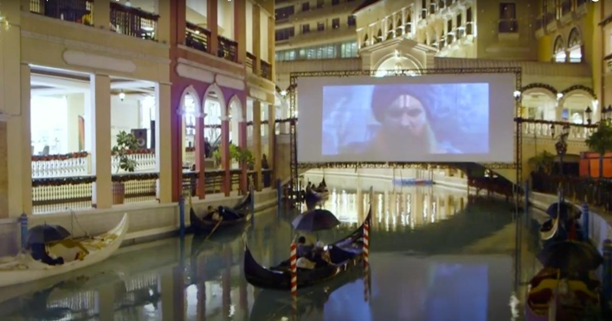 A Manila i film si vedono in gondola per rispettare il distanziamento sociale