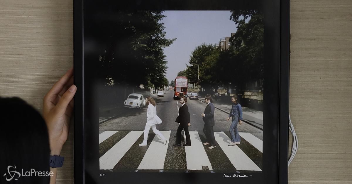 The Beatles: il cartello di 'Abbey Road' sarà battuto all'asta