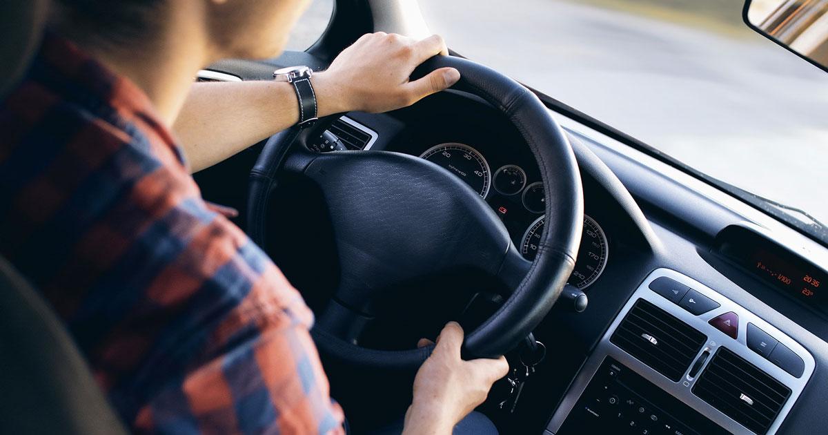 Esame della patente: supera la prova teorica dopo 157 tentativi falliti