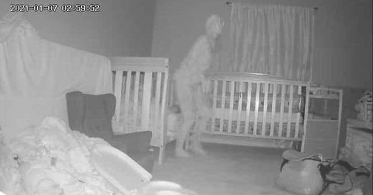 Una nonna è convinta di aver ripreso un fantasma nella camera della nipotina