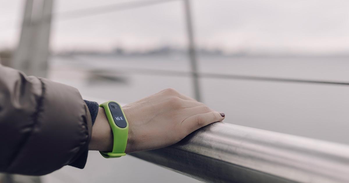 Scopre che il fidanzato la tradisce grazie ad una notifica di Fitbit: ecco cosa è successo