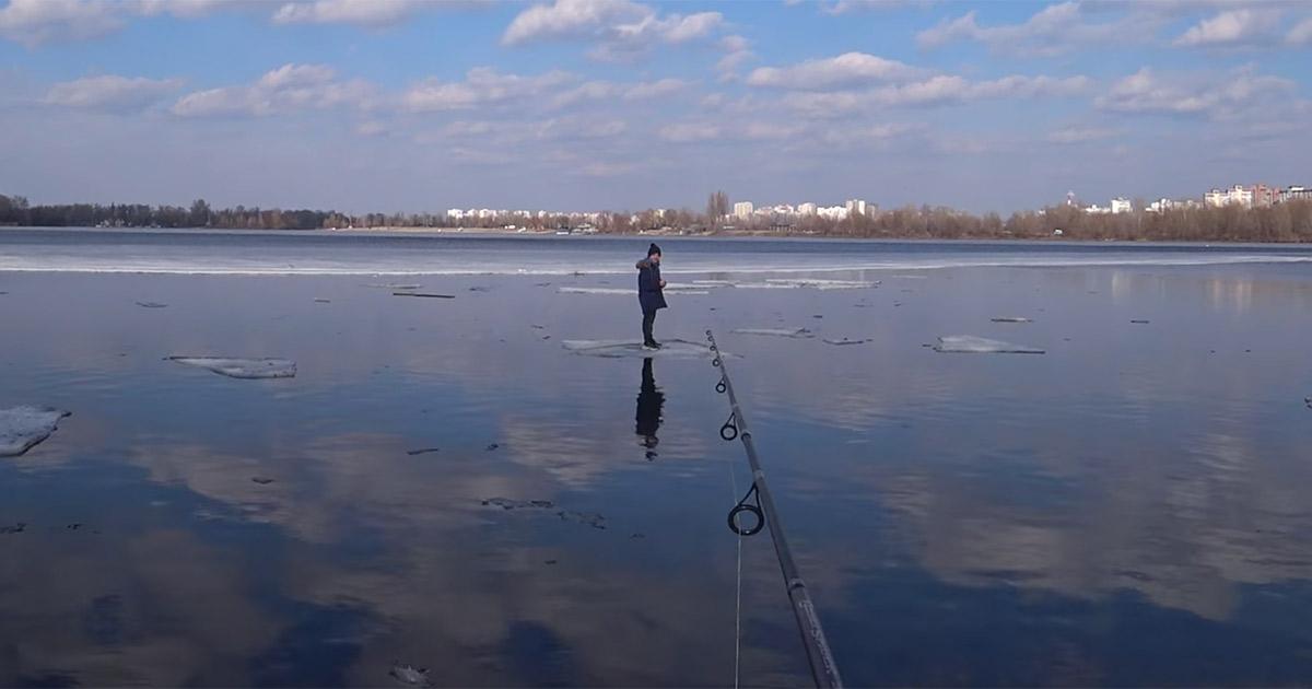 Con la sua canna da pesca salva un bambino alla deriva sul fiume: il video è incredibile