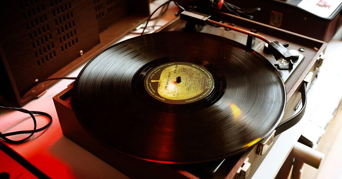 Le vendite dei vinili superano quelle dei CD, non succedeva da 30 anni