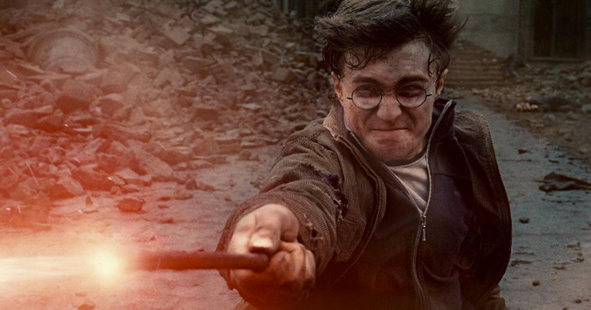 Dalla bacchetta di Harry Potter al cappello di Indiana Jones: all'asta i cimeli di Hollywood