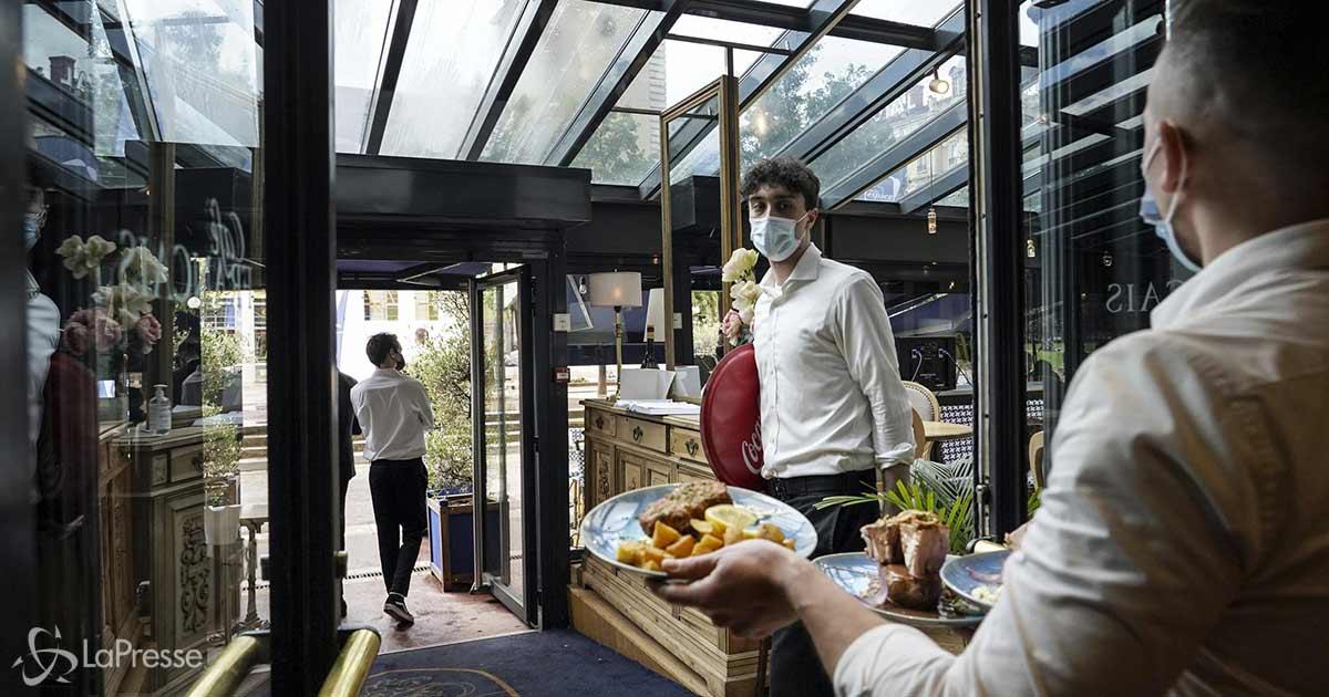 Da domani riaprono i ristoranti anche al chiuso: ecco le nuove regole