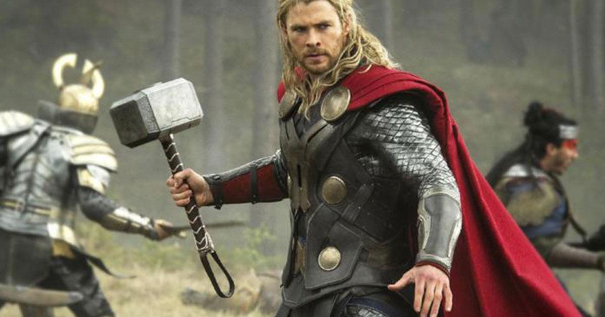 La foto nostalgica di Chris Hemsworth per il decimo anniversario di Thor