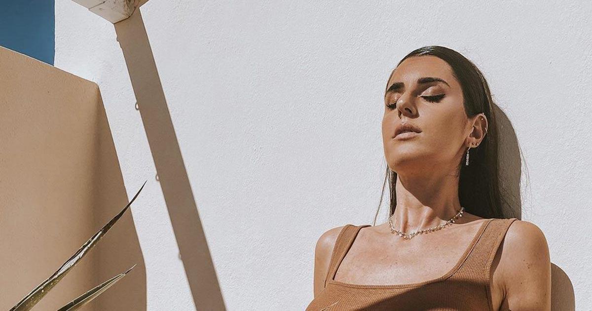 Baciata dal sole: le seducenti foto in costume di Valentina Vignali