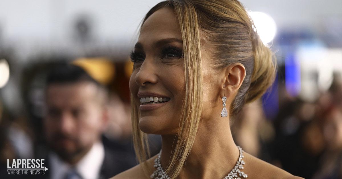 Jennifer Lopez sbarca a Venezia: ecco il look scelto per il festival