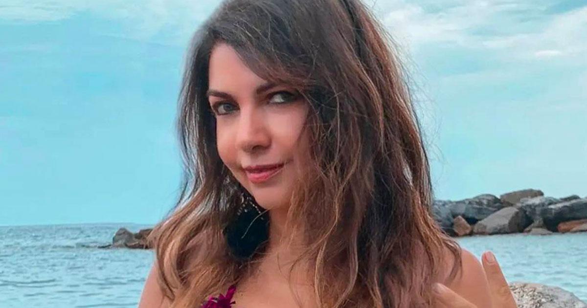 57 anni e non sentirli: la foto in bikini di Cristina D'Avena fa impazzire tutti