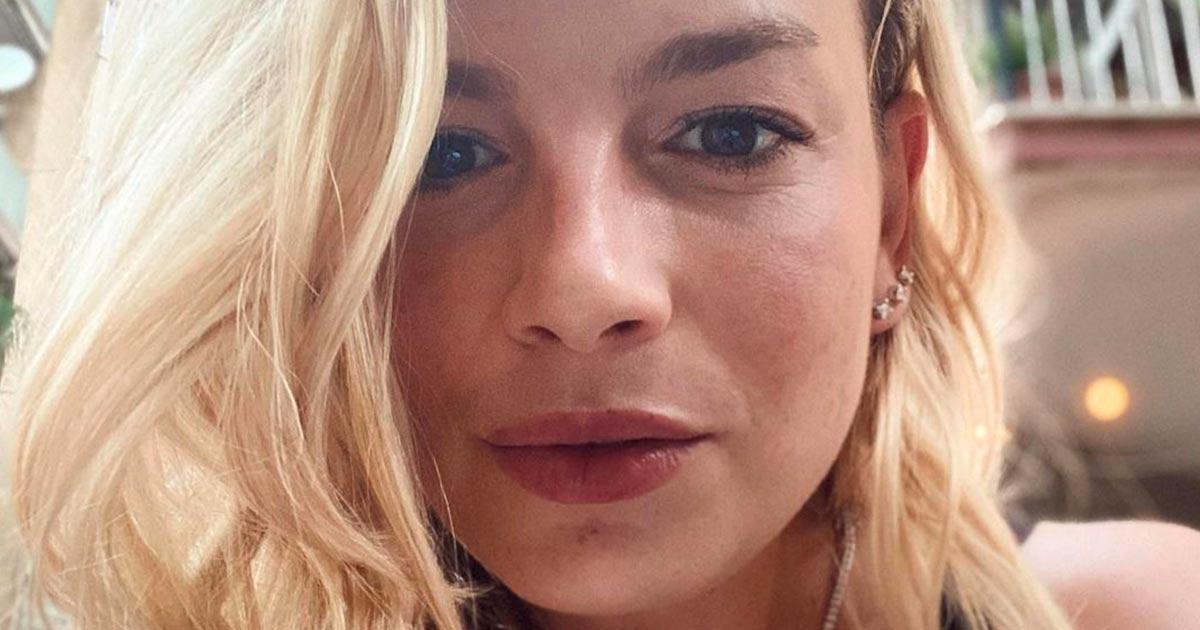 Emma incanta i followers con la foto in bikini: ecco le reazioni