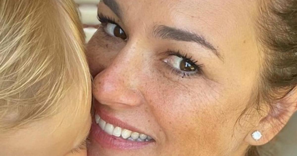 Alena Šeredová splendida mamma tris nelle foto con la piccola Vivienne Charlotte