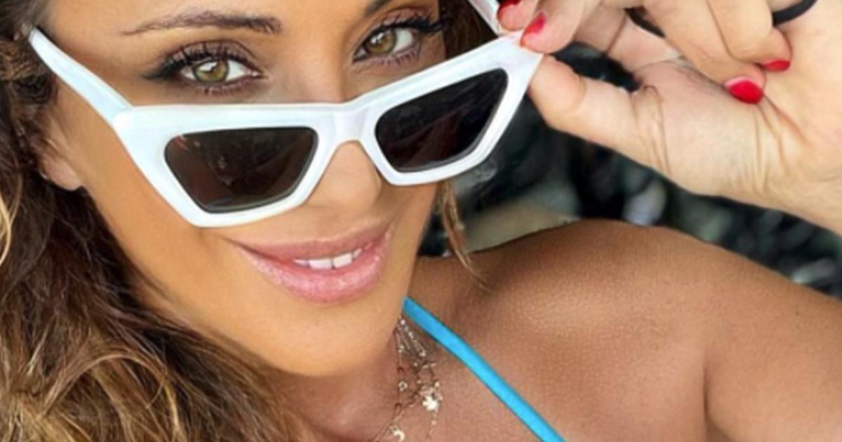Sabrina Salerno vacanze finite? Il post in bikini azzurro arriva dalla Corsica