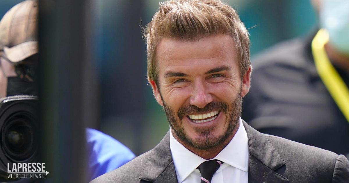Victoria mostra il lato B di David Beckham: la foto in piscina è da 1 milione di like