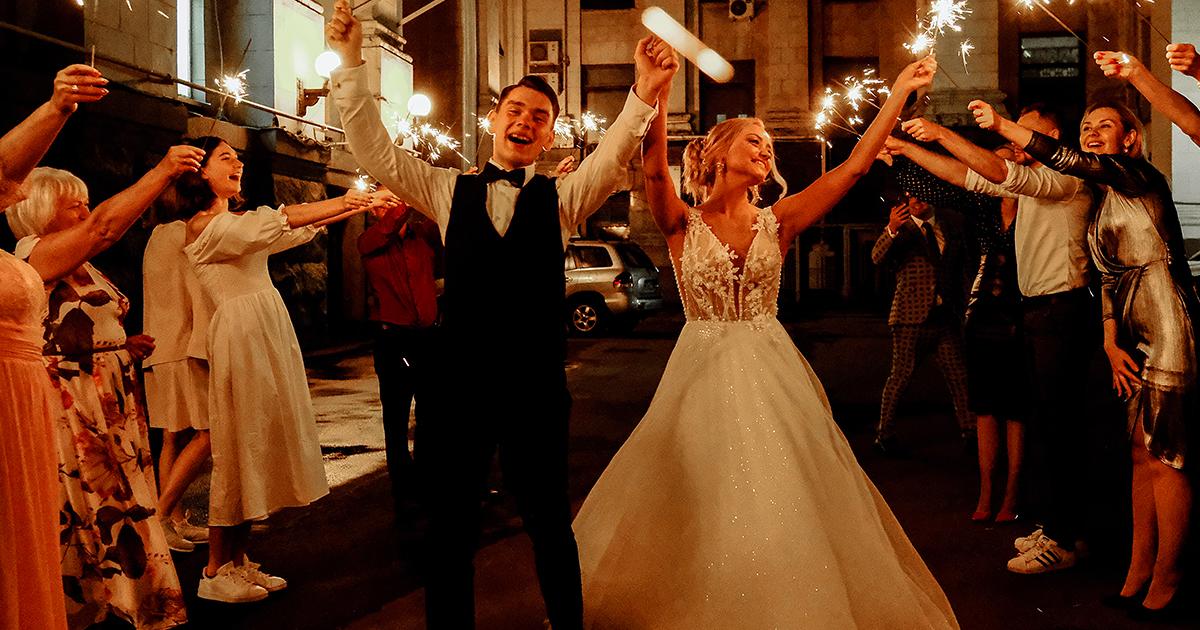 Non si presentano al matrimonio: sposi chiedono 240 dollari a ogni invitato assente