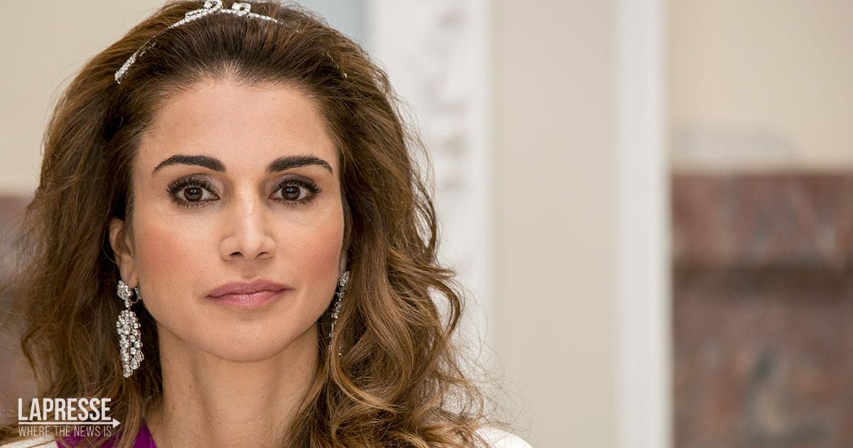 La regina Rania di Giordania pubblica una foto magnetica con le figlie ormai grandi
