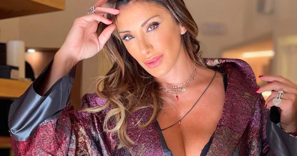 Più sensuale che mai, le foto di Sabrina Salerno lasciano i follower senza parole